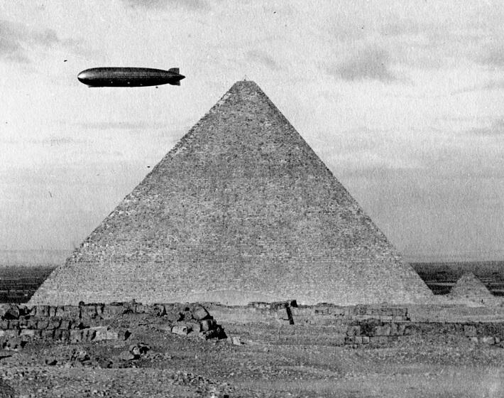 Zeppelin über Agypten